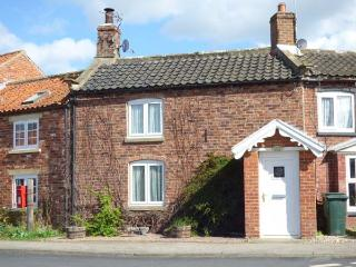 APPLETREE COTTAGE, open fire, pet-friendly, enclosed garden, character features, terrace cottage in Marton, Ref. 906363