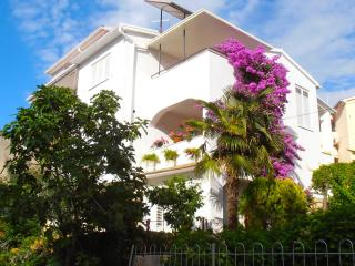 Large Apartment near Beach and City Centre, Pula