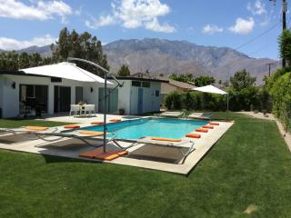 BOUND - Mid-Century 3BD 2.5 BTH, Palm Springs