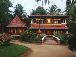 Amazing Villa on the Beach, Candolim