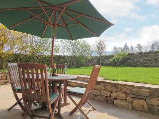 CROSS BECK COTTAGE, detached cottage, en-suite, woodburner, walks and cycle routes in area, in Grinton near Reeth, Ref 907018