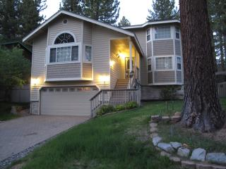 Tahoe Pearl: Luxurious, WiFi, Wii, Pool Table, ..., South Lake Tahoe
