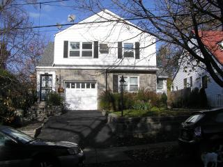 Cosy 2 bedroom apartment with garden, Yonkers