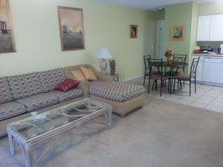 One Bedroom Condo One Mile From The Beach, Garden City Beach