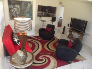 Boutique Style Three Bedroom Vacation Home, Hollywood
