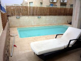 3-bedroom apartment with pool., Eilat