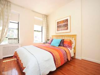*Razzmatazz* Dramatic 2 Bedroom - Upper east Side!
