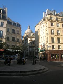 Situated at walking distance from the Panthéon