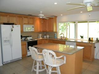 Sanibel Shores #D - Enjoy the Island like a local with Style & Comfort, Isla de Sanibel