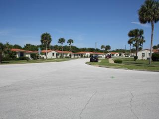 Cosy villa, steps from Ormond Beach (near Daytona)