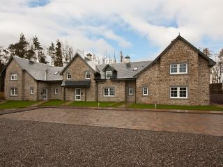 Front of Strathearn Cottage showing parking