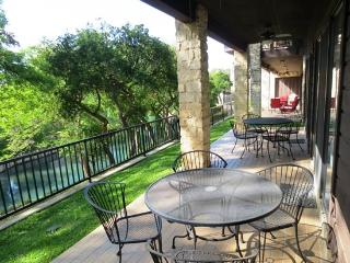 Luxury 1st Fl Condo on the Comal by Schlitterbahn, New Braunfels