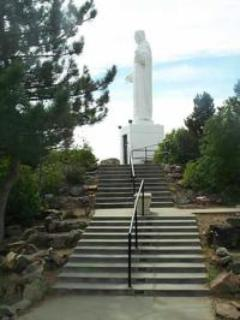 6 mins to Mother Cabrini Shrine-People from all over the world come to see- 400 steps to the top of mtn