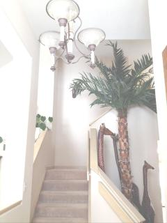 Entry Way 20 feet palm tree -7 and 9 foot giraffes-not too many houses you can fit 20 foot palm tree