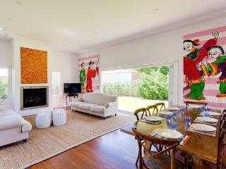 Cottesloe Beach House Stays- Strickland Park House