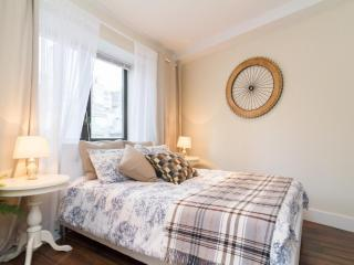 ~Luxurious 2BED Condo~Minutes to Central Park!~, New York City