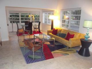 3 Bedroom Get Away Oasis, Hollywood