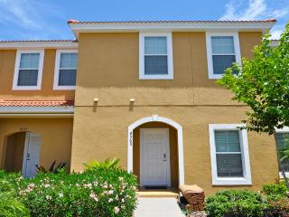 Spectacular 3 bed 2.5 bath and plunge pool, town home near Disney, Orlando