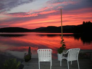 Unique, Charming Guesthouse cottage at Sunset Lake, Alton Bay