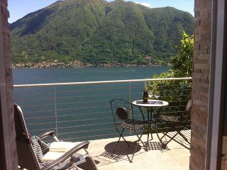 Argegno, appartamento a Colonno, con terrazza e vista sul Lago di Como