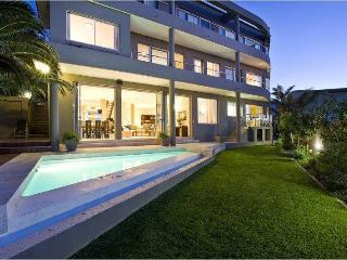1051 - FIRST HOUGHTON VILLA, Camps Bay