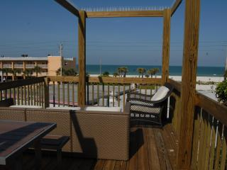 Ohana Hale Beachside One Bedroom/Studio  Suite, Bradenton Beach