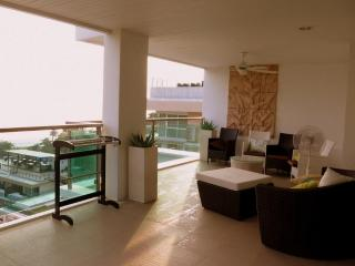 3 bedroom sea view apartment pool and gym in Paton, Patong