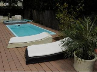guest house with Pool/Spa, hollywood sign view! Central LA, Los Angeles