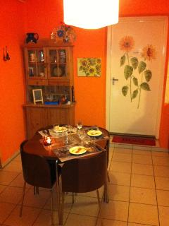 Cosy kitchen with diningtable