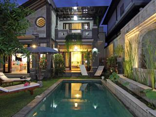 Villa Kukur Seminyak / Eat St and Oberoi St