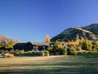 Mountain Range Lodge- Space, Privacy, Luxury, Wanaka
