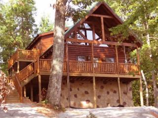 Bear View is a log home in a great location, Gatlinburg