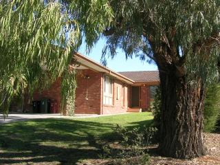 East Doncaster Pine Hill Accommodation, Doncaster East