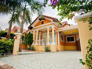Budsaba villa by pete service, Pattaya