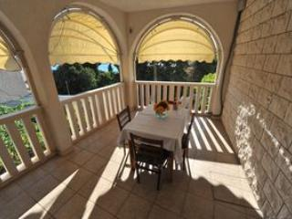 Villa WhiteHouse - Apartment 2, vacation rental in Omis