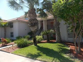 Shore Thing, cute condo with pool, beach walkover, Port Aransas