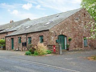 1 FRIARY COTTAGE, charming cottage close to amenities, enclosed patio, Appleby