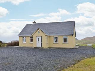 ACHILL VIEW, all ground floor detached cottage, open fire, pet-friendly, near Ac