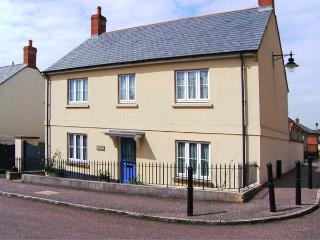 ROWAN TREE COTTAGE, detached, en-suite, enclosed garden, Ref 906361