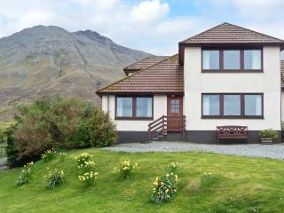 MACKENZIE'S PEAK, semi-detached cottage with stunning views, close coast, ideal