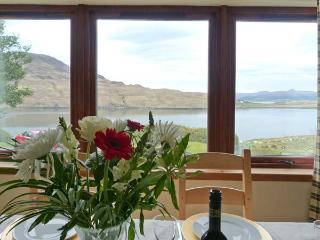 MACKENZIE'S PEAK, semi-detached cottage with stunning views, close coast, ideal touring base in Sconser, Portree Ref 912924