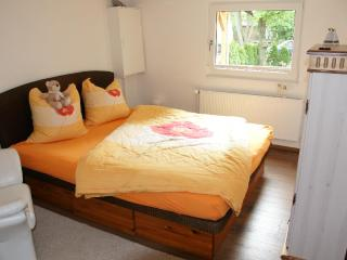 Vacation Home in Berlin-Biesdorf - 807 sqft, quiet, bright, comfortable (# 5159), Hallerndorf