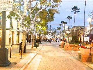 SANTA MONICA: 2BR Walk to the Beach, Pier and Shopping! FREE Parking & WIFI, Santa Mónica