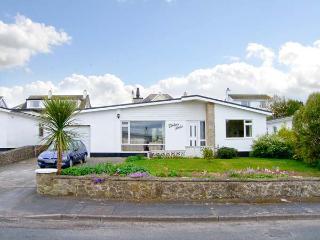 TINKER'S PATCH, pets welcome, beach, woodburner, wet room, bungalow in Benllech, Ref. 29206