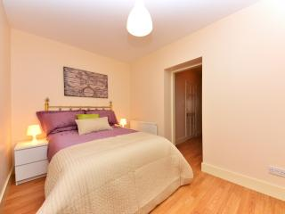 Recently renovated modern one bedroom apartment., Londres