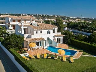 Private Villa 4 bedrooms w/swimming pool, Albufeira