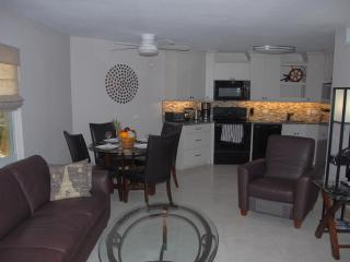 Cayman Reef Resort #1 - Renovated Seven Mile Beach