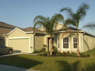 Lovely 4 bed 3 bath Villa on gated community, Davenport