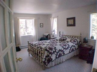 Lilac House Country B & B - The Suite of Angels, alquiler de vacaciones en Metchosin