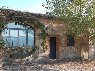 Red House - Apartment with swimming pool in Val d'Orcia, Castiglione D'Orcia